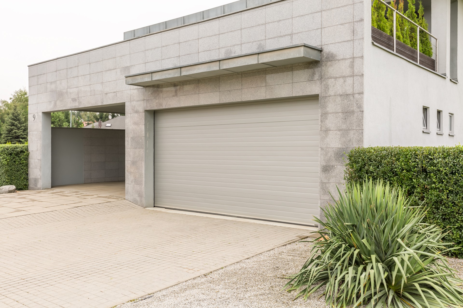 How to Choose an Energy-Efficient Garage Door   Rose Quality